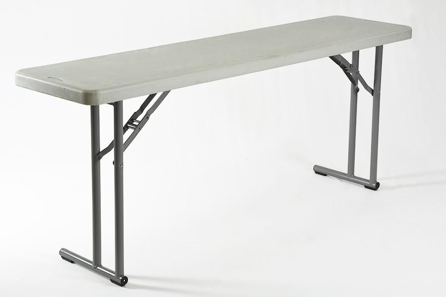 Alquiler de mesa convenci n sobre pl stico gris 1 8x0 - Mesas y sillas plastico ...