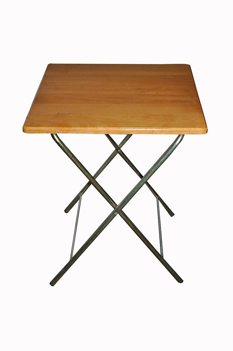 Alquiler de mesa plegable sobre en madera barnizada for Mesa plegable de madera