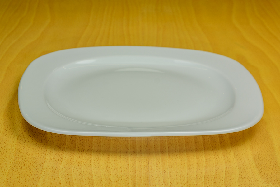 Alquiler de plato cuadrado porcelana 28x28cm casagay for Platos cuadrados de porcelana